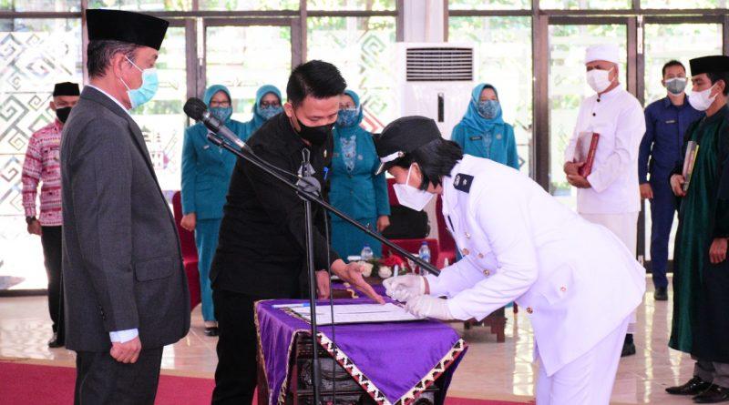 Wakil Bupati Way Kanan Melantik Kepala kampung di kecamatan Negeri Besar