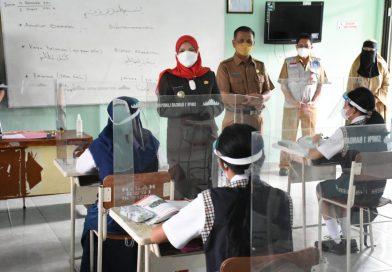 Walikota Eva Dwiana Meninjau Pelaksanaan PTM